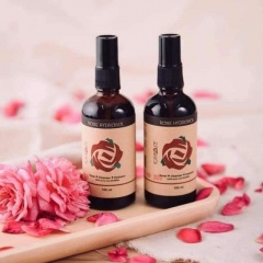 Nước hoa hồng Karose